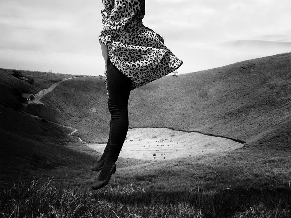 Julia Murakami, Exercises in Levitation II, 2015 (series) Photo print under acrylic glass mounted on Alu-dibond, 60 x 80 cm, Edition of 5 (+ 2 AP), signed and dated on the back